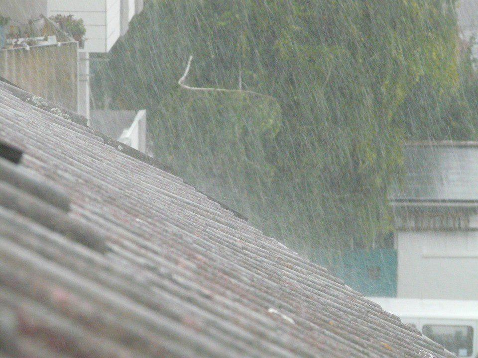 Roofing under the rain